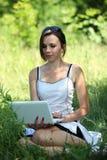 Im Freien mit Notizbuch Lizenzfreies Stockfoto