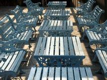 Im Freien Tabellen und Bänke lizenzfreie stockfotos