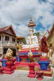 Im Freien von berühmtem großem sitzendem Buddha im thailändischen Tempel Stockfotografie
