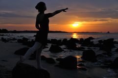 Im Freienballett durch den Sonnenuntergang Stockfotos