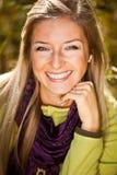 Im Freienfall Tim der kaukasischen jungen erwachsenen blonden Frau Lizenzfreie Stockfotografie