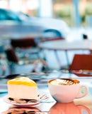 Im Freienkaffee stockbild