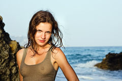 Im Freienportrait der jungen Frau Stockfoto