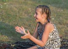 Im Freienportrait des Mädchens Lizenzfreies Stockfoto