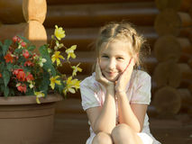 Im Freienportrait des Mädchens Stockfotos