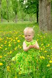 Im Freienportrait eines netten kleinen Mädchens Lizenzfreies Stockbild