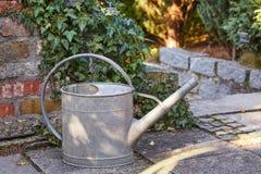 Im Garten arbeitenbewässerungs-Dose Lizenzfreie Stockfotos