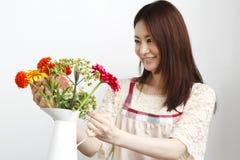 Im Garten arbeitenfrau Lizenzfreie Stockfotos