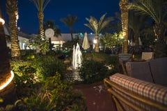 Im Garten zu einem Hotel Stockbild