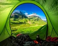 Im Hochland nahe Glen Coe kampieren, Schottland lizenzfreie stockfotografie
