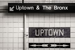 Im Norden und der Bronx unterzeichnen Sie herein eine U-Bahnstation in Manhattan, New York City lizenzfreie stockbilder