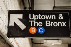 Im Norden und der Bronx unterzeichnen Sie herein eine U-Bahnstation in Manhattan, New York City lizenzfreie stockfotos