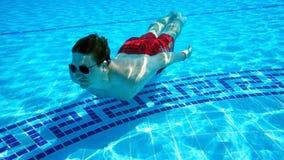 Im Pool Lizenzfreie Stockbilder