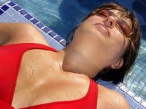 Im Pool stockfoto