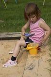 Im Sandkasten Stockbilder