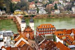 Im Stadtzentrum gelegene Ansicht Heidelbergs an Neckar-Flussufer Lizenzfreies Stockfoto