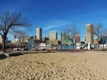 Im Stadtzentrum gelegene Baltimore-Skyline auf dem inneren Hafen Lizenzfreie Stockfotos