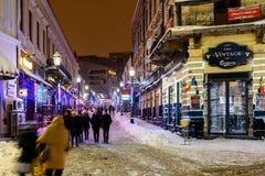 Im Stadtzentrum gelegene Bukarest-Stadt nachts während des starken Blizzard-Schnee-Sturms Stockfotos