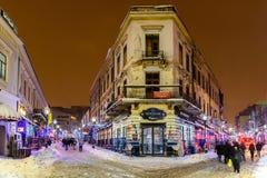 Im Stadtzentrum gelegene Bukarest-Stadt nachts während des starken Blizzard-Schnee-Sturms Stockfotografie
