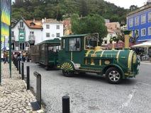 Im Stadtzentrum gelegene Bus-Fahrt Sintra Portugal um die magische Stadt Lizenzfreie Stockfotografie