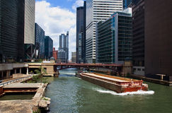 Im Stadtzentrum gelegene Chicago-Wasser-Strasse Stockfotos
