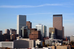 Im Stadtzentrum gelegene Denver-Skyline Lizenzfreie Stockfotografie