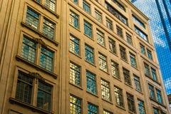 Im Stadtzentrum gelegene Fenster der Nahaufnahme Lizenzfreie Stockfotos