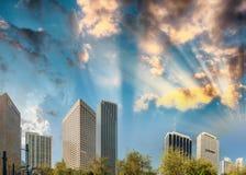 Im Stadtzentrum gelegene Gebäude Miamis bei Sonnenuntergang von Bayfront parken Lizenzfreie Stockfotografie
