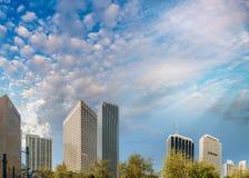 Im Stadtzentrum gelegene Gebäude Miamis bei Sonnenuntergang von Bayfront parken Stockfotos