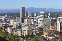 Im Stadtzentrum gelegene Gebäude Portlands Oregon. Lizenzfreie Stockfotos