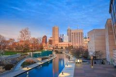 Im Stadtzentrum gelegene Indianapolis-Skyline Stockfotos