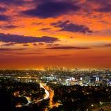 Im Stadtzentrum gelegene LA-Nacht-Los Angeles-Sonnenuntergangskyline Kalifornien Stockbild