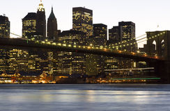 Im Stadtzentrum gelegene Manhattan-Brooklyn-Brücke lizenzfreie stockfotos