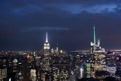Im Stadtzentrum gelegene Manhattan-Skyline nachts mit dem Empire State Building, New York City Lizenzfreies Stockfoto