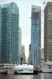 Im Stadtzentrum gelegene moderne Gebäude Torontos Stockbilder