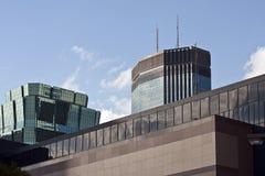 Im Stadtzentrum gelegene moderne Glasgebäude Stockfoto