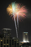 Im Stadtzentrum gelegene Orlando-Feuerwerke Lizenzfreie Stockbilder