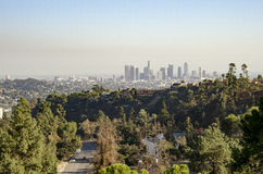 Im Stadtzentrum gelegene Skyline Los Angeless in Abstand 5 Lizenzfreie Stockbilder