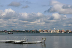 Im Stadtzentrum gelegene Skyline Madisons Lizenzfreies Stockfoto