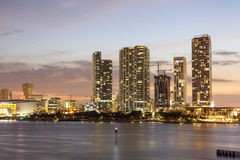 Im Stadtzentrum gelegene Skyline Miamis Stockbilder