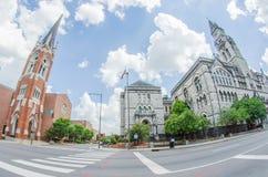 Im Stadtzentrum gelegene Skyline Nashvilles, Tennessees und Straßen stockfotos