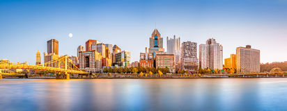 Im Stadtzentrum gelegene Skyline Pittsburghs Stockbilder