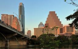 Im Stadtzentrum gelegene Skyline-und Kongress-Alleen-Brücke in Austin stockbild