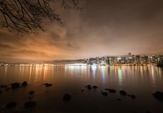 Im Stadtzentrum gelegene Skyline Vancouvers nachts, Kanada BC Stockfotos