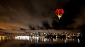 Im Stadtzentrum gelegene Skyline Vancouvers nachts, Kanada BC Stockfoto