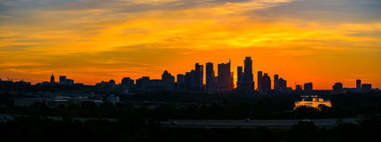Im Stadtzentrum gelegene Skylinedämmerung epischen Sonnenaufgang Austin-Schattenbildes Stockbild