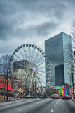 Im Stadtzentrum gelegene Skylineszenen Atlantas im Januar am bewölkten Tag lizenzfreie stockfotos