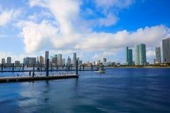Im Stadtzentrum gelegene sonnige Skyline Miamis in Florida USA Lizenzfreie Stockfotografie