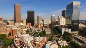 Im Stadtzentrum gelegene Stadt-Skyline Atlantas Georgia Rush Hour Traffic Dusk stock video footage
