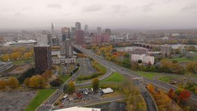 Im Stadtzentrum gelegene Stadtskyline Landstraßen Providence Rhode Island stock video footage